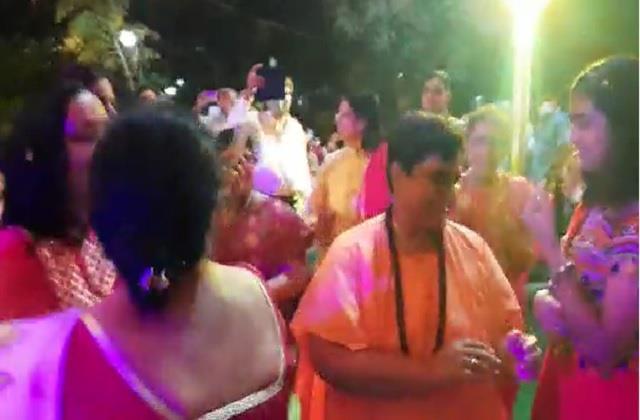 mp sadhvi pragya played garba