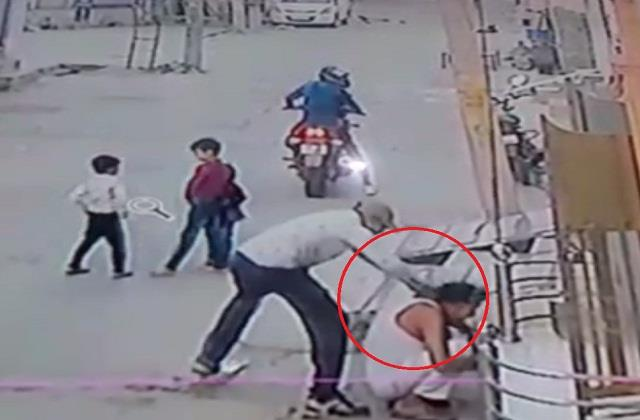 terror robbers bike riders escaped after snatching gold chain