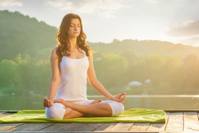 योग से रहे निरोग: औरतों को हर बीमारी से बचाएंगे ये 5 आसन