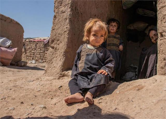 unhcr warns afghanistan crisis worsening as temperatures drop