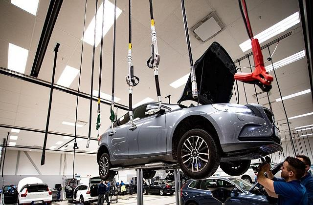 volvo is offering lifetime warranty on its parts