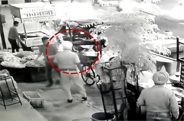 the act of sub inspector the street vendor was slapped