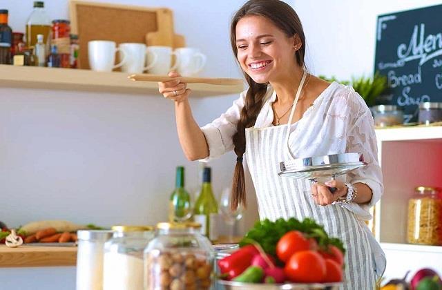 छोटे-छोटे किचन टिप्सः जली दाल की बदबू को कैसे करें दूर?