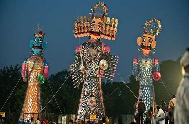 Dussehra: दुनियाभर में फेमस है इन जगहों का दशहरा, जश्न में दिखती है परंपराओं की झलक