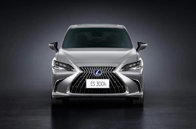 lexus introduces facelift version of es 300h in india