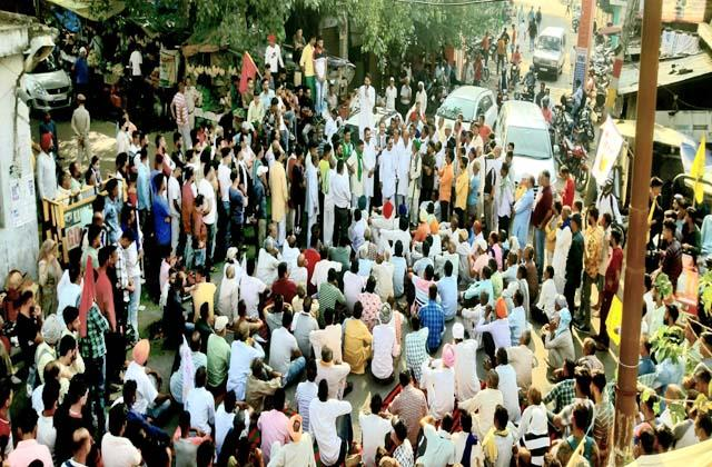 farmers protest in indora
