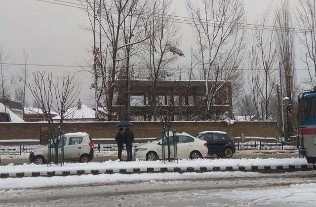 severe winter in north india last 8 years record broken in srinagar