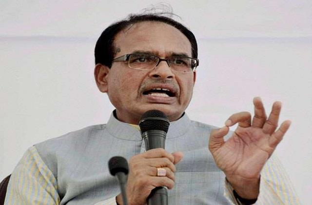 shivraj singh chauhan is also under pressure from his political rivals