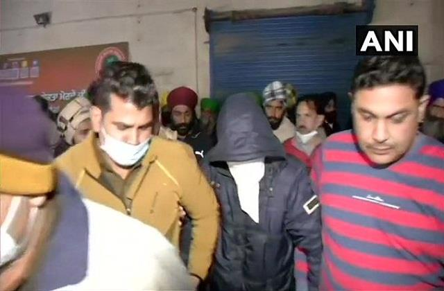 farmers apprehend suspect on singhu border handed over to police