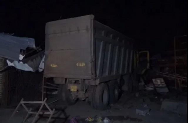 gujarat dumper crushed 20 laborers sleeping on footpath in surat 15 died