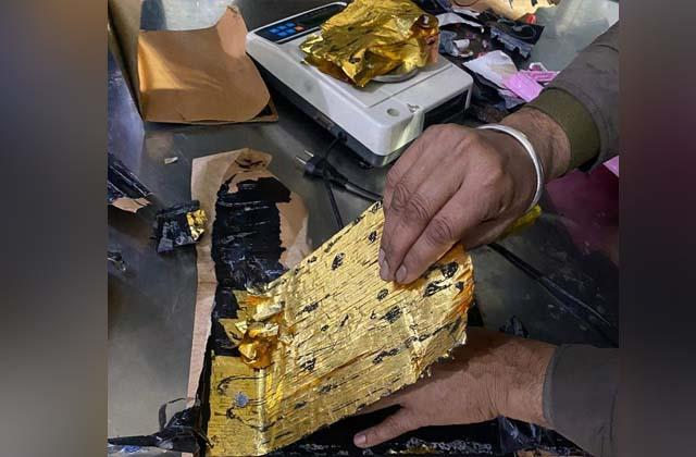 47 lakh gold seized from a flight from dubai