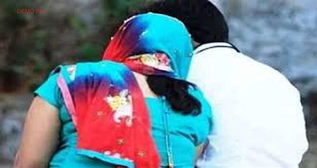 wife accused of smuggling chitta along with lover