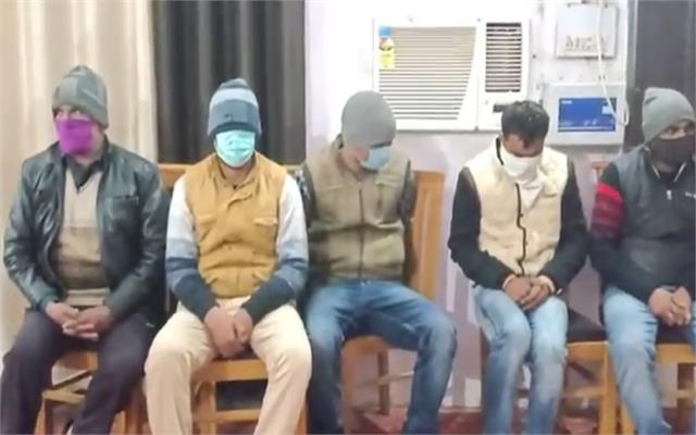 robbery from bullion merchant 6 accused including 3 policemen arrested