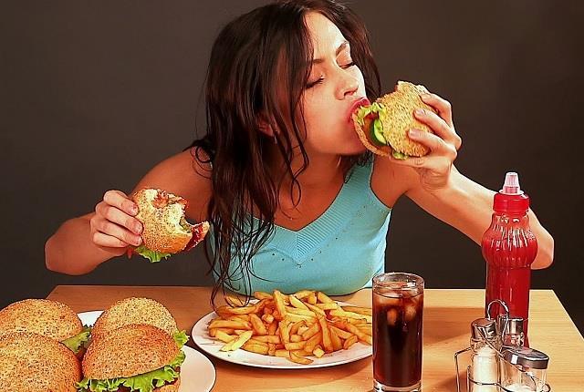 नमकीन-चिप्स पर निर्भर देश के 52% युवा, भोजन में लेना जरूरी 7 रंग और 6 स्वाद