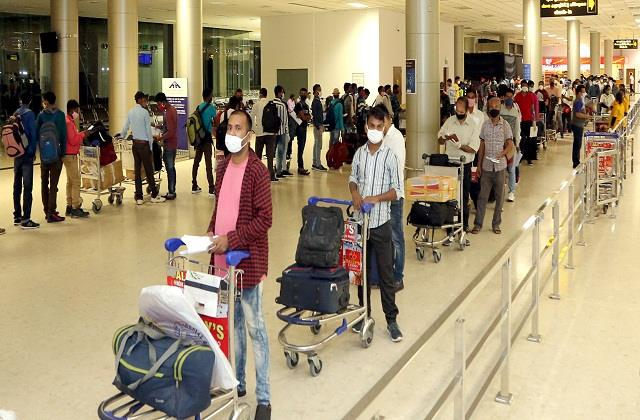 8 43 lakh people returned to kerala from abroad 5 52 lakh loss jobs