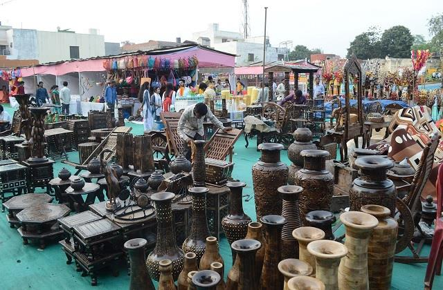 varanasi gi product exhibition handicraft products expect big markets
