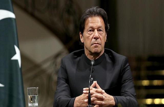pakistan emits from imran hands