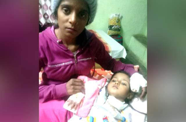 bloody dor cut throat of 3 year old girl 15 stitches