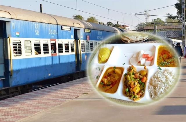now passengers will get favorite food in the moving train