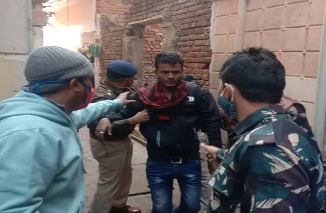 up crooks come and hide in gwalior 3 surrender in police encounter
