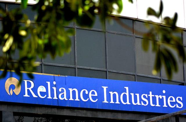 mcap of these companies increased by rs 1 15 lakh crore ril benefited the most