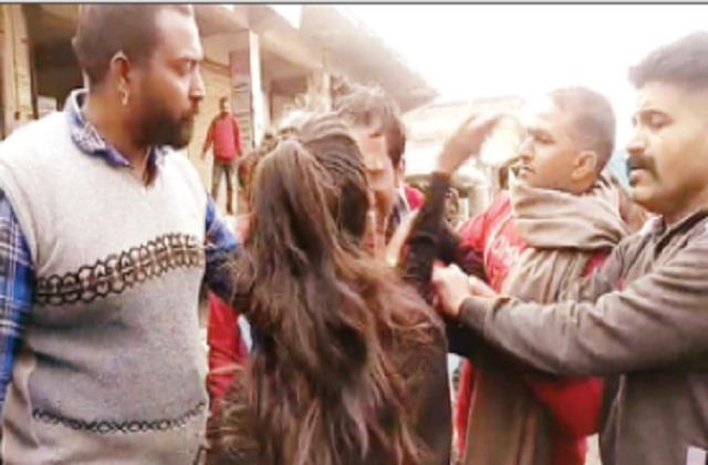 beaten man in pathankot for fraud