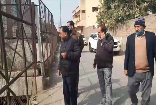 urban legislator visits officials with instructions to clean tour