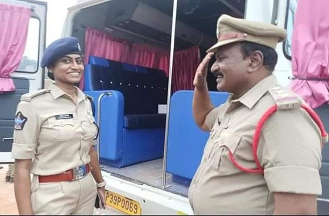 inspector father salute to dsp daughter