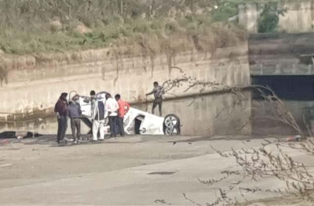 overspeed car falls into sidhwan canal 1 dead