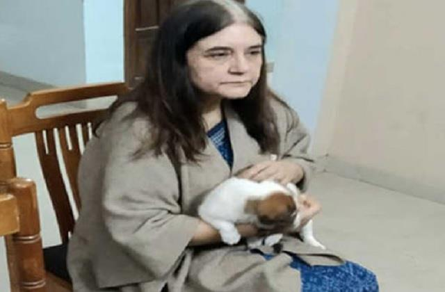 maneka brought the child of a blind dog from banaras to her home