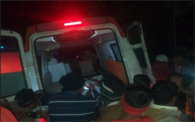 car collision with truck in hathras five death