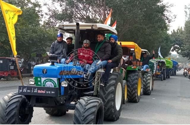 tractor trolley batch left for delhi from jalandhar