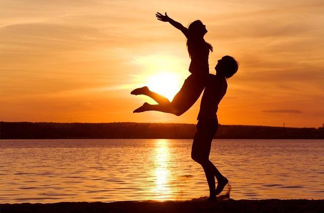 रिश्ते में मजबूती लाने के लिए अपनाएं ये Tricks, लंबे समय तक प्यार रहेगा बरकरार