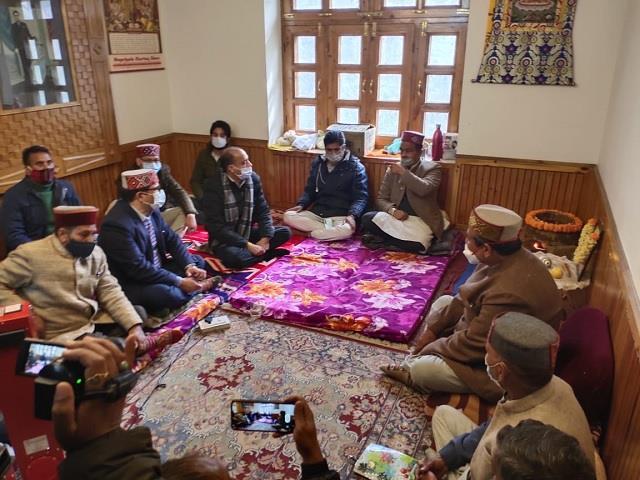 cm jairam thakur reached kullu comforted the royal family