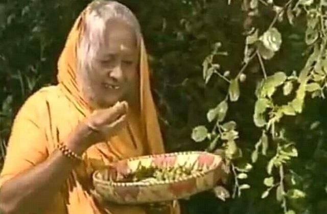 plum seller munnibai donated 100 rupees for the ram temple