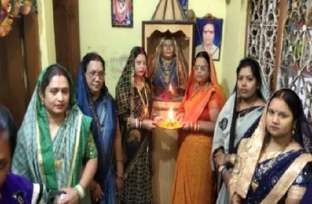 सास को बनाया देवी! 11 बहुओं ने मिलकर बनवाया मंदिर, अब हर महीने करती भजन-किर्तन