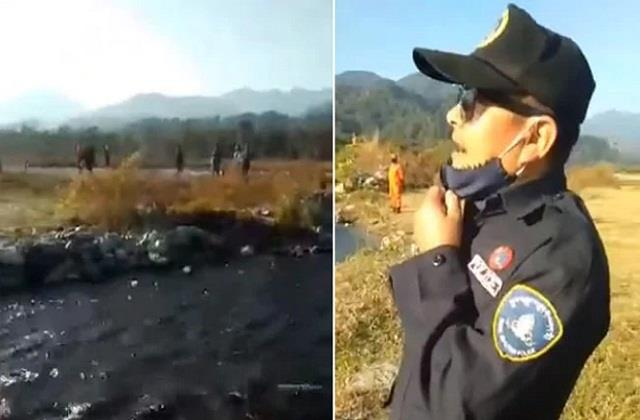 bhutan policeman politely requesting to indian at border