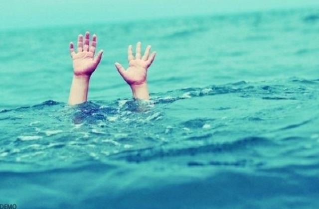 one person threw 2 children in ganga canal