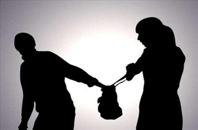 2 youths absconded from snatching purse of woman police starts case