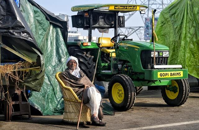 farmers adamant to take out tractor rally on ring road police did not allow