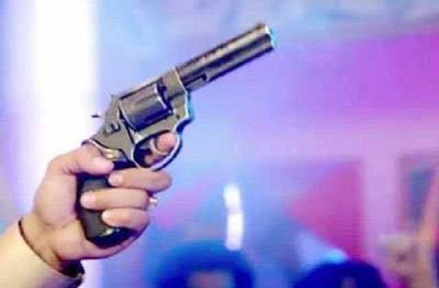 firing on groom father on highway