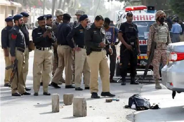 gunmen kill policeman escorting polio workers in pakistan