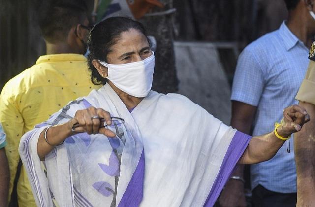 150 slums were burnt  mamata banerjee met people