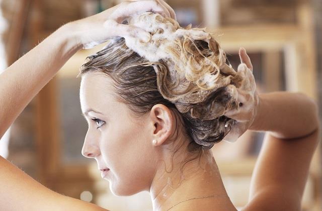 सर्दियों में यूं रखें बालों का ध्यान, बने रहेंगे मुलायम और चमकदार