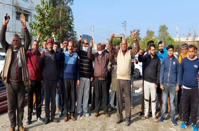 protest in vijaypur against pdd dept