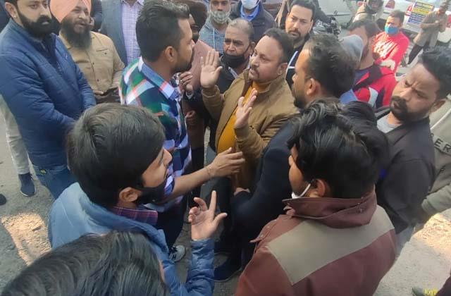 fight between congress councilor and parking contractor