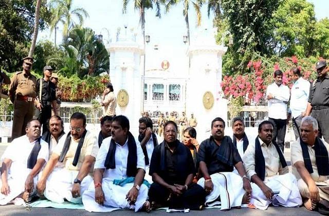 cm narayanasamy sitting on a dharna outside raj bhavan