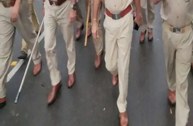 firozabad stones police and soldiers injured on police going to