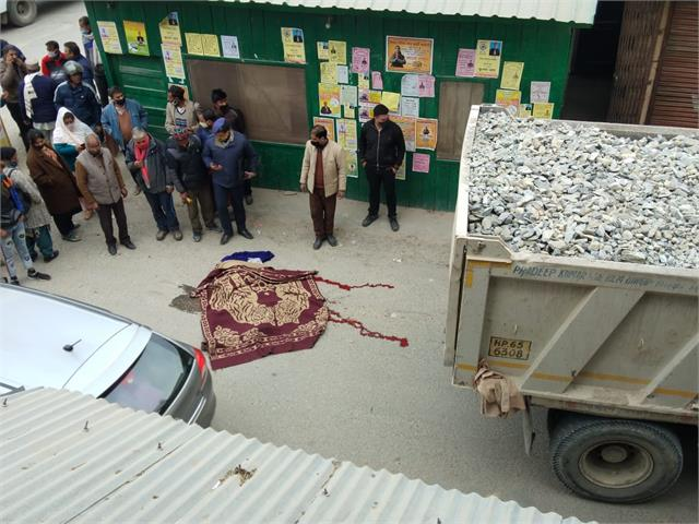 grappler laden with crushed woman dies