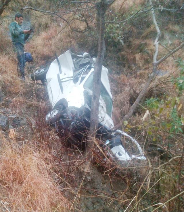 car falls into a ditch at biyana turn two killed